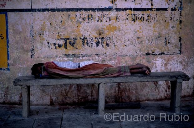 Siesta en Benares